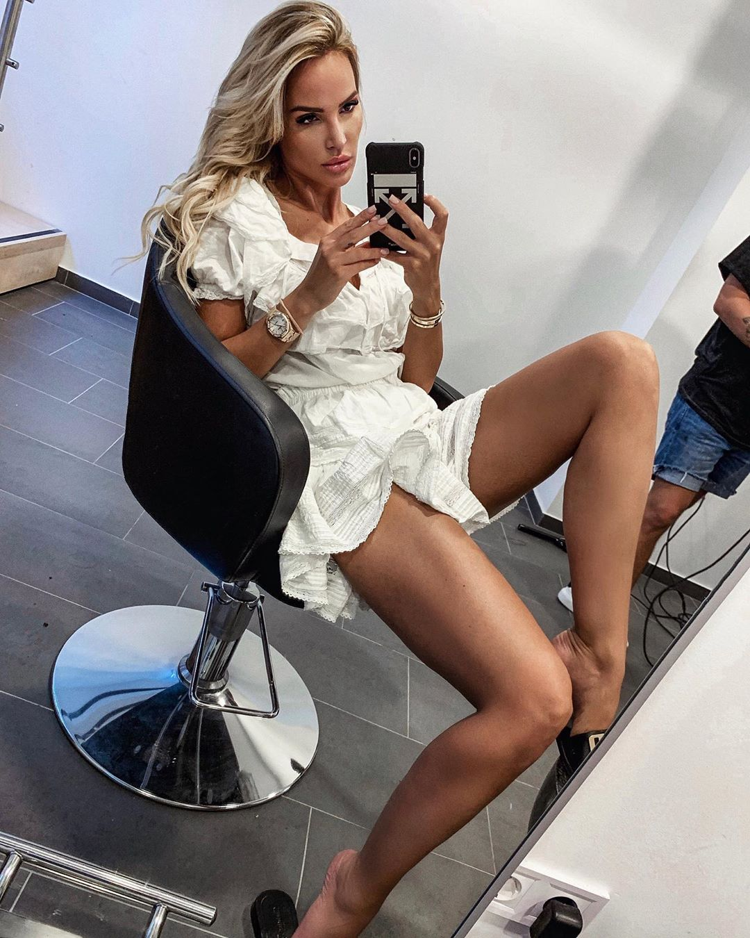 10 PERFECT SELFIES BY DR LINDA ZIMANY - Tabloid Nation