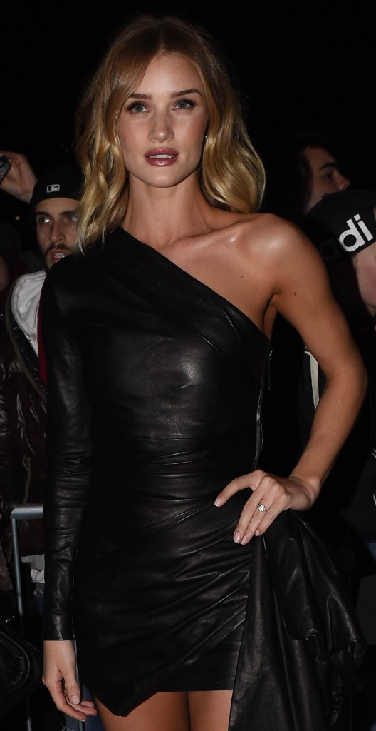 Photo by: KGC-102_195/starmaxinc.com STAR MAX 2016 ALL RIGHTS RESERVED Telephone/Fax: (212) 995-1196 2/23/16 Rosie Huntington-Whiteley is seen at The 2016 ELLE Style Awards. (London, England)